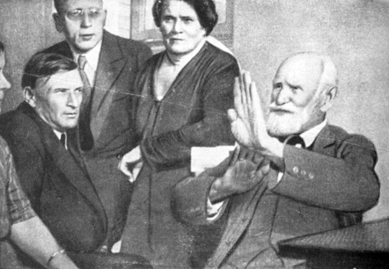 И. П. Павлов с группой своих